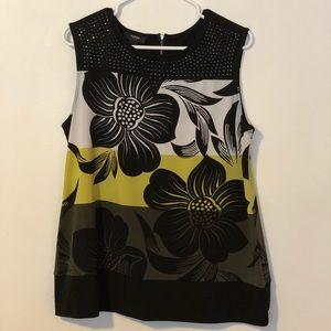Pretty sleeveless blouse gently worn